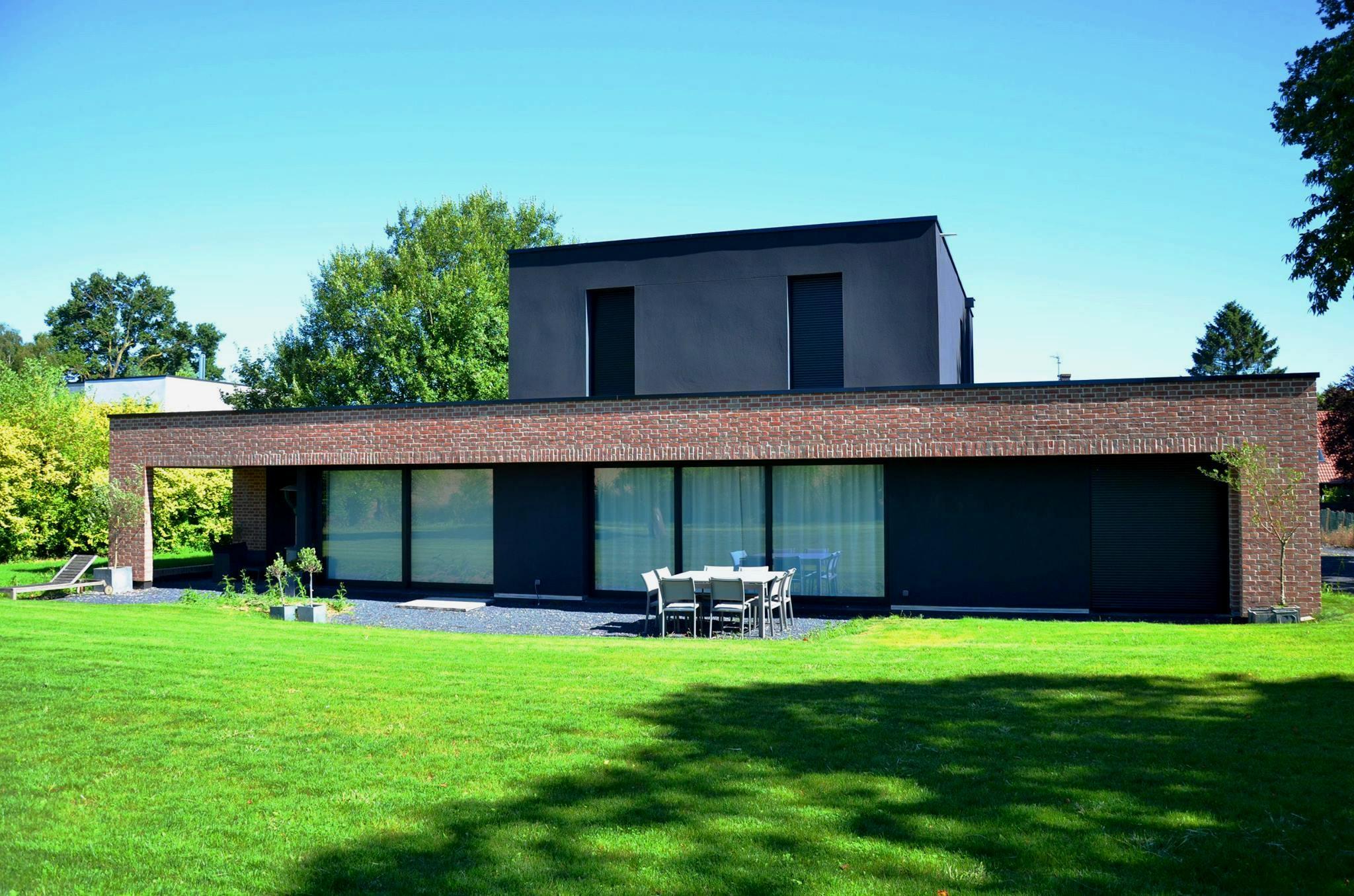 les villas g om triques se d clinent aussi en briques salon immo m tropole l 39 v nement. Black Bedroom Furniture Sets. Home Design Ideas